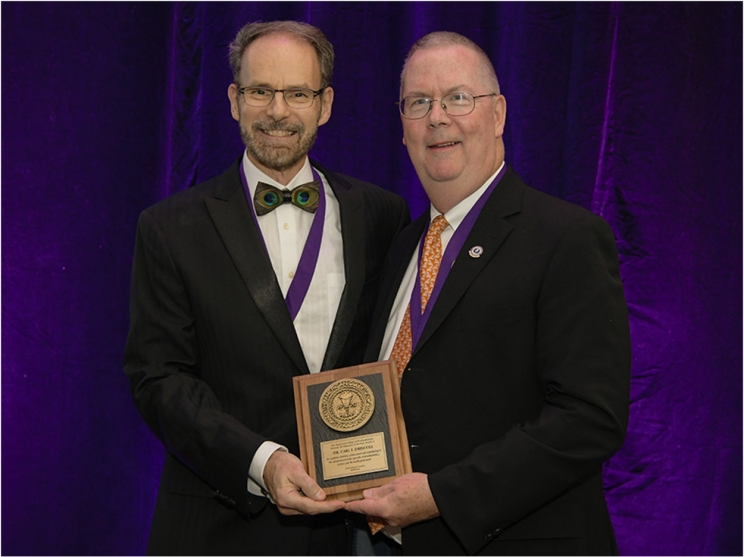 Carl Driscoll, DMD, receives the Educator of the Year award from the ACP (photo credit: ACP)